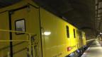 Reinigungszug im Gotthard-Basistunnel.