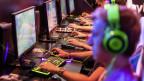 Rund eine halbe Million Interessierte besuchen die Gamescom,  auch um die neusten Games spielen zu können.