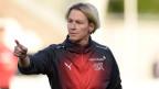 Die Schweizer Nationaltrainerin Martina Voss-Tecklenburg beim Aufwärmen vor der Qualifikationsrunde zur FIFA Frauen-Weltmeisterschaft 2019 - Gruppe 2 Spiel: Schottland gegen die Schweiz im St. Mirren Park am 30. August 2018 in Paisley, Schottland.