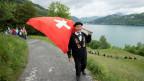 Fahnenschwinger am Fussweg zum Rütli, anlässlich des 25-Jahre-Jubiläumsanlass des «Weges der Schweiz».