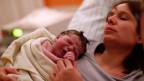 Mutter und Kind kurz nach der Geburt.
