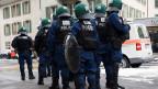 Polizeipräsenz während eines Protestes gegen das WEF in Bern.