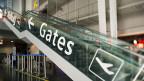 Treppe zu den Gates in der Abflugshalle 4 am EuroAirport in Basel.