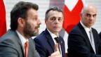 Staatssekretär Roberto Balzaretti an der Seite von Bundesrat Ignazio Cassis und Bundespräsident Alain Berset. (v.li.n.r.)
