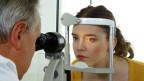 Symbolbild. Frau bei einem Augenarzt.