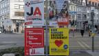 Abstimmungsplakate in Basel.