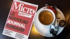 «Micro»-Zeitung liegt in einem Bistrot in der Westschweiz auf.