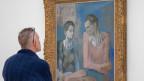 Ein Besucher betrachtet das Bild «Acrobat et jeune arlequin, 1905» am 1. Februar 2019 in der Fondation Beyeler in Riehen bei Basel.