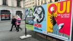 Plakate für die kantonale Volksabstimmung über das Laizitätsgesetz.