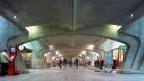 Die Unterführung im Bahnhof Stadelhofen, Zürich. Die Erweiterungsbauten des Bahnhofs wurden vom Architekten Santiago Calatrava entworfen. Aufnahme von 2004.