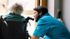 Zivildienstleister im Gesundheitswesen in der Physiotherapie im Schlössli Biel.