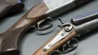 Verschiedene Waffen, ausgelegt an einem technischen Seminar im Vorfeld zur Abstimmung über die Teilrevision des Waffenrechts.