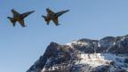 Zwei Kampfjets F/A-18 bei der Axalp bei Meiringen.