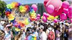 Menschen demonstrieren unter dem Motto «Same Love - Same Rights» für homosexuell liebende Menschen. Symbolbild.