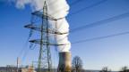 Dampfschwaden aus dem Kühlturm des Kernkraftwerks Leibstadt. Symbolbild.