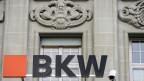 Das Logo der BKW an ihrem Sitz in Bern.