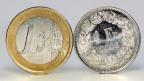 Ein Euro und ein Schweizer Franken.