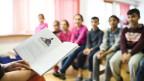 Kinder von Asylsuchenden sitzen in der Schule im Transitzentrum für Asylsuchende «Landhaus» am 1. April 2016 in Davos.