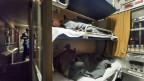 Reisende in einem Nachtzug der OEBB Nightjet.
