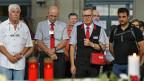 Menschen gedenken dem verstorbenen SBB-Zugbegleiter im Zürcher Hauptbahnhof.