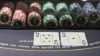 Ein Black-Jack-Tisch in einem Casino.