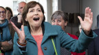 Das Bild zeigt eine jubelnde Grünen-Präsidentin Regula Rytz nach dem guten Abschneiden ihrer Partei bei den Parlamentswahlen vom Sonntag.