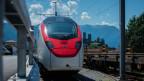 Der Zug Giruno steht am Bahnhof in Bellinzona.