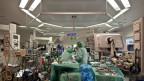 Symbolbild. Ärzte bei einer Herztransplantation.