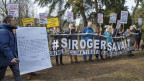 Umweltaktivisten demonstrieren gegen den Klimawandel und gegen die Tatsache, dass Roger Federer Werbung macht für die Credit Suisse. Archivbild vom 8. Februar 2019.