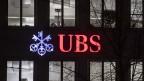Das Logo der UBS in Zürich.
