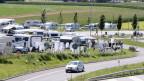 Wohnwagen auf einer Wiese in Wileroltigen.
