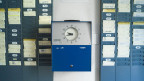 Symbolbild. Stempeluhr in einem Büro.