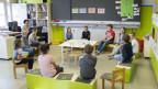 Zweitklässler singen gemeinsam zum Schulbeginn nach dem Coronavirus-Lockdown. Im Kanton St. Gallen wird vorerst in Halbklassen unterrichtet.