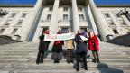 Mitglieder des Vereins KlimaSeniorinnen Schweiz reichen beim Bundesverwaltungsgericht im Januar 2019 eine Beschwerde ein.