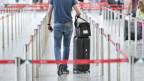 Ein Reisender am Flughafen in Zürich