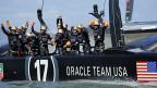 Das Oracle Team USA feiert seinen erneuten Sieg am America's Cup.