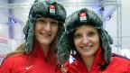 Mit dabei in Sotschi: Bobanschieberin Tanja Mayer und Bobpilotin Fabienne Meyer im neuen Outfit von Swiss Olympic.