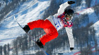 Der Schweizer Snowboard-Slopestyler Lucien Koch bei einem Sprung, am 6. Februar in Rosa Khutor bei Sotschi.