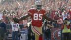 Ein Footballspieler der San Francisco 49ers breitet die Armee aus zum Jubel.