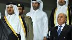 Der Emir von Katar und Fifa-Chef Sepp Blatter. Mit dem Entscheid zu einer Winter-WM kann die Fifa fundamentale Fehler bei der Vergabe nicht gutmachen.