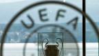 Der europäische Fussballverband hat sich bisher in den Schatten des Weltfussballverbandes ducken können. Die Uefa muss aber mit weiteren unangenehmen Enthüllungen rechnen.
