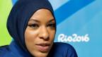 Mit Säbel und Hijab zur Medaille? Die US-Säbelfechterin Ibtihaj Muhammad kämpft an den Olympischen Sommerspielen in Rio mit Kopftuch.