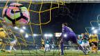 Ab kommender Saison gilt es Ernst, zumindest in der deutschen Bundesliga. Ein falsch gepfiffener Penalty kann dann vom Videoschiedsrichter rückgängig gemacht werden. Die Schweizer Liga ist momentan noch weit weg von solchen Szenarien.
