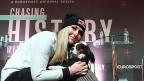Der vom US-Konzern Discovery kontrollierte Sender «Eurosport» hat die Olympia-Rechte 2018 bis 2024 erworben; in Deutschland und anderswo haben die öffentlich-rechtlichen Anstalten nicht einmal Sublizenzen erhalten. Auch an der Ski-WM in St. Moritz ist «Eurosport» präsent: Lindsey Vonn als Gast in der Eurosport-Serie «Chasing History».