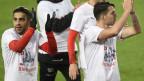 Ricardo Rodriguez und Granit Xhaka freuen sich über die WM-Qualifikation.