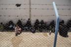 Frauen und Kinder von IS-Kämpfern im Gefangenenlager Al-Hol in Syrien. In diesem Lager sind auch zahlreiche ausländische Staatsangehörige interniert.