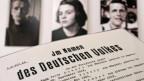 Sophie Scholl (Bildmitte) wird am 22. Februar 1943 hingerichtet, weil sie Flugblätter gegen das NS-Regime verteilt hat