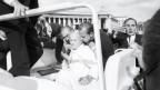 Rom, 13. Mai 1981: Papst Johannes Paul II. sackt zusammen, nachdem er von mindestens drei Schüssen getroffen wurde.