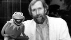 Jim Henson mit Kermit, einer seiner bekanntesten Puppen.