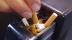 Ausgedrückte Zigarette: Rauchen ist in den Zügen nicht mehr erlaubt